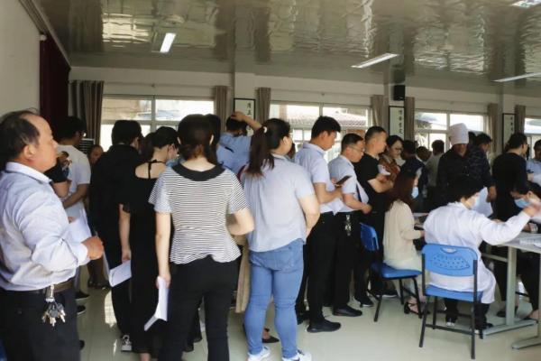 句容市后白镇妇联组织女干部积极参加无偿献血活动